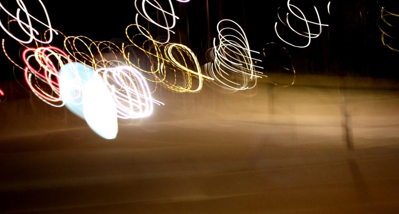 Noc; z okna jadącego samochodu