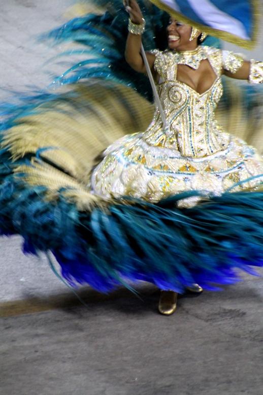 Tancerka, uczestniczka konkursu szkół samby na Sambodromie w Rio de Janeiro